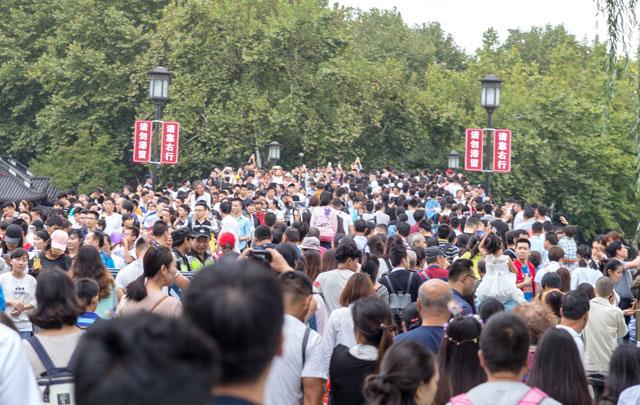 曹渊:杭州景区的免费模式,游客增加了10倍,也带来了这些经济效应
